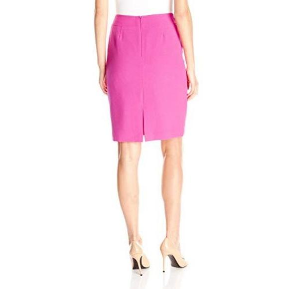 4ac87e337 Tahari Hot Pink Pencil Skirt. M_5c32b1146a0bb7b3d2e73256